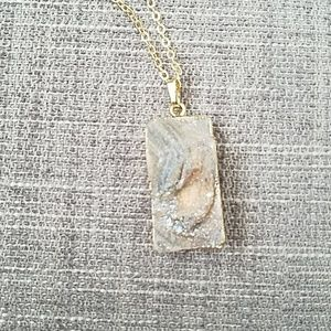 Jewelry - Gray druzy and gold necklace